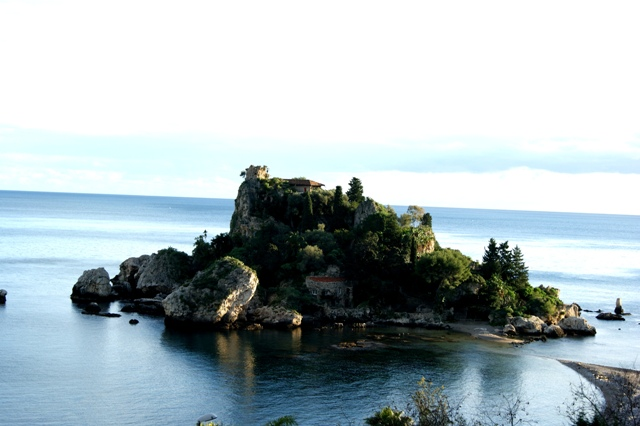 taormina needs love